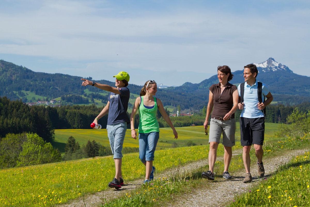 @ Tourist-Info Wertach - Familie beim Wandern