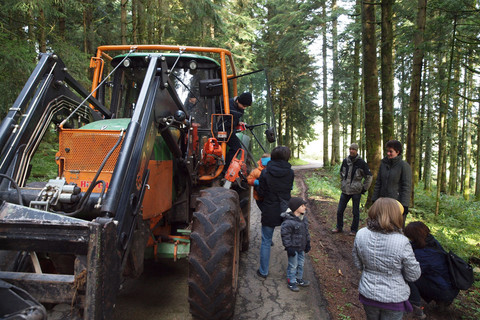 Mit dem Bauer in den Wald fahren