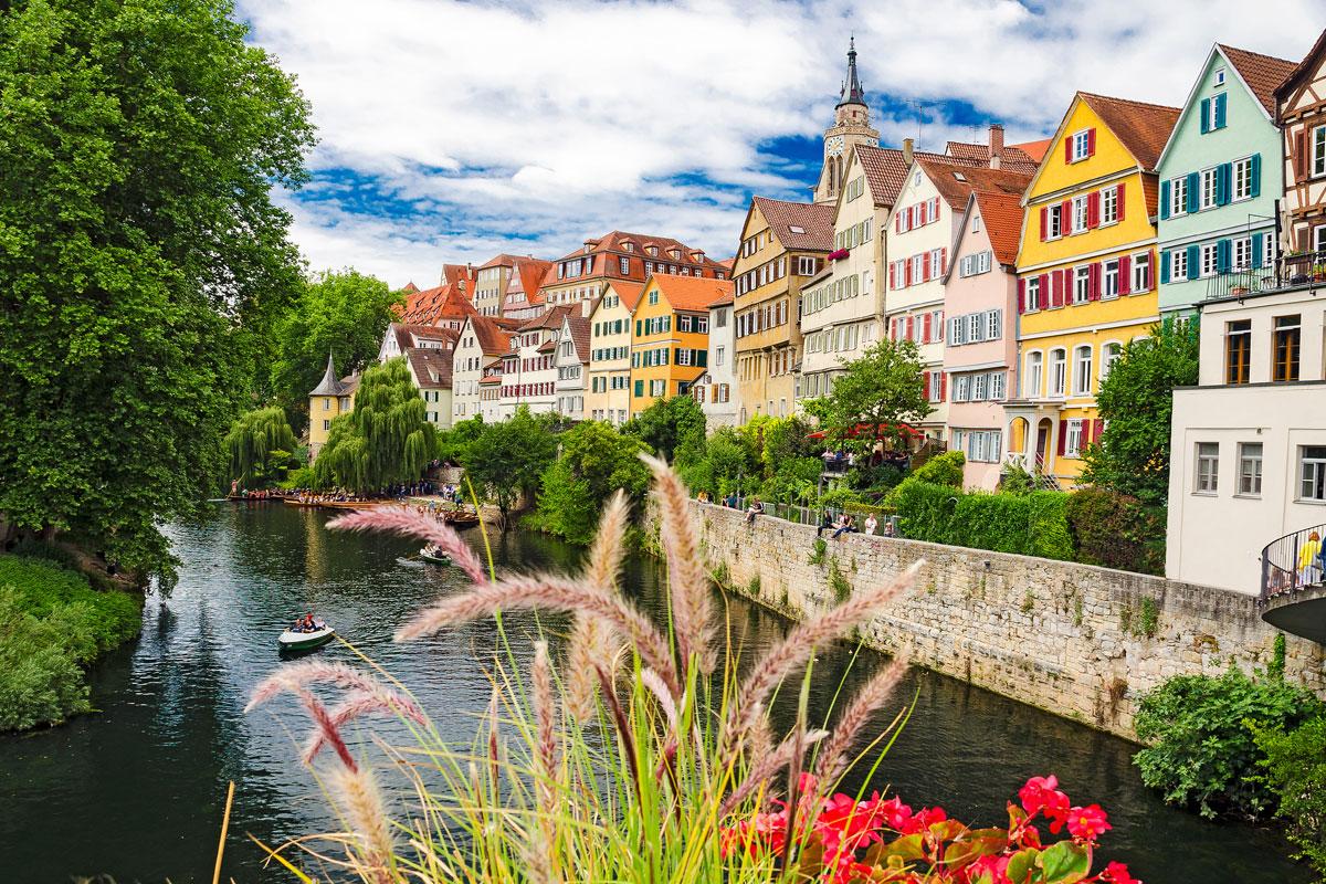 <p>Die Neckarfront von Tübingen mit Hölderlinturm</p>