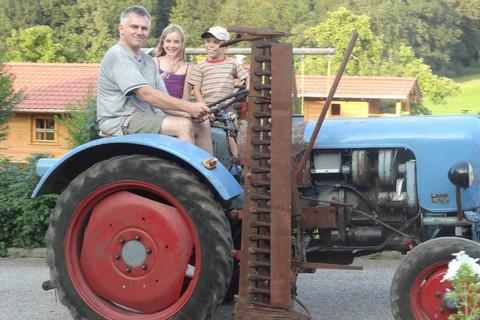 Lustige Traktorfahrten mit dem Bauern