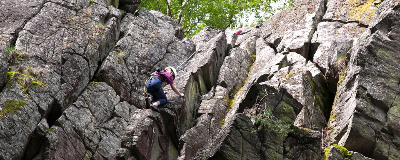 Klettern an der Steinwand in Vogelsberg