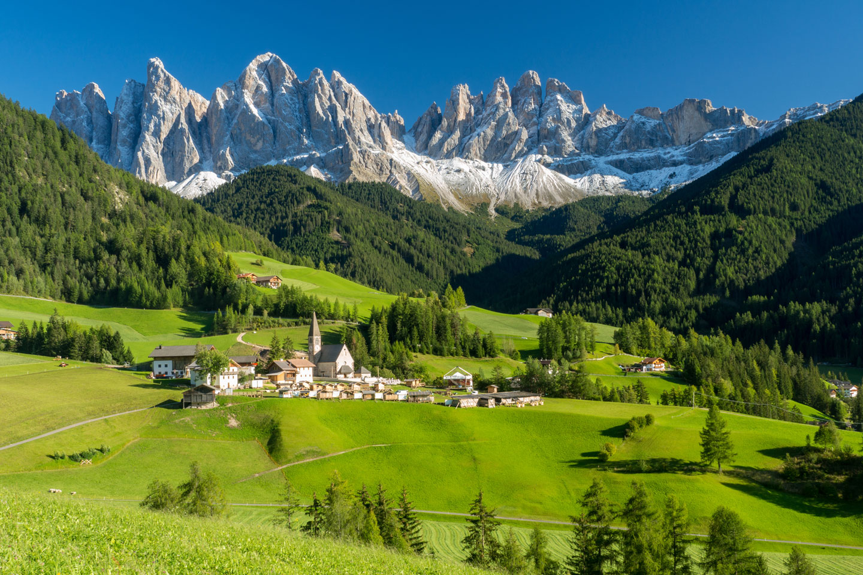 Ort am Fuß der Dolomiten