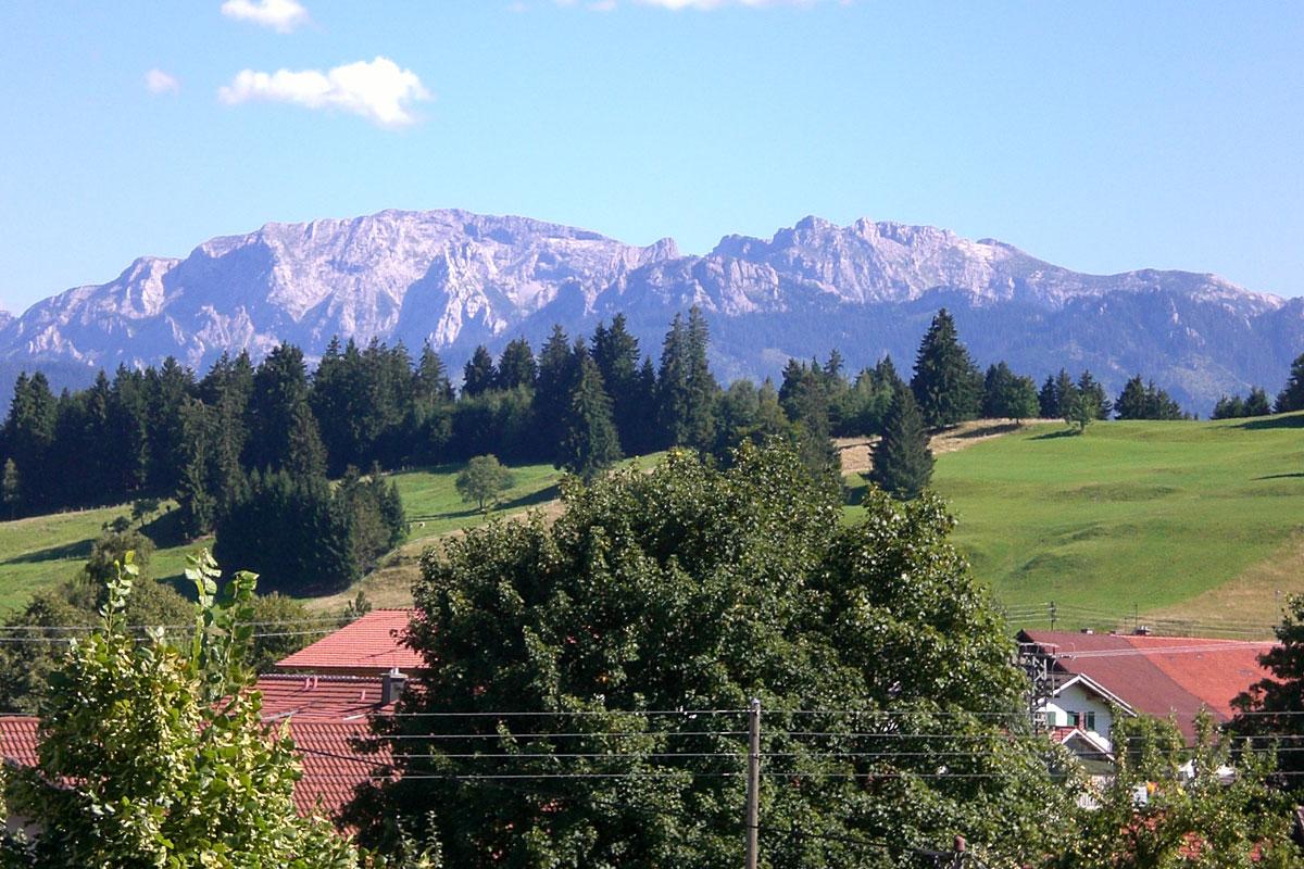 © Tourist Information Roßhaupten - Blick von Roßhaupten auf die Allgäuer Alpen