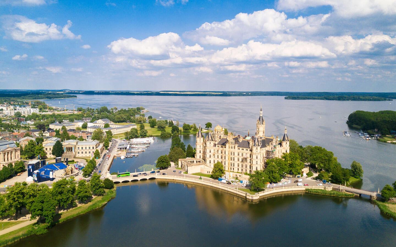 <p>Schweriner Schloss in Mecklenburg-Vorpommern</p>