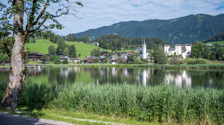 Schloss Goldegg mit dem Goldegger See