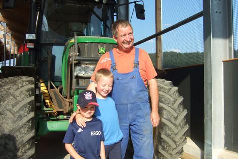 Tägliche Traktor-Fahrten mit dem Bauern