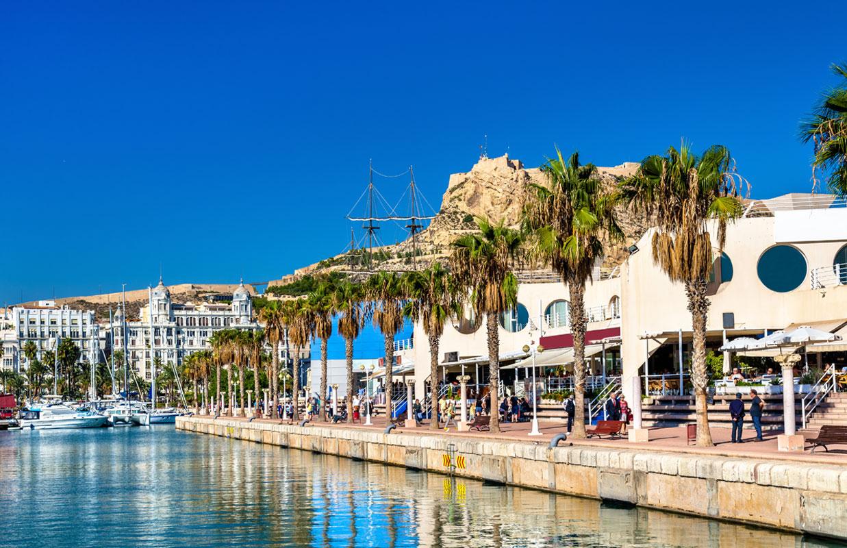 <p>Promenade in der Marina von Alicante</p>