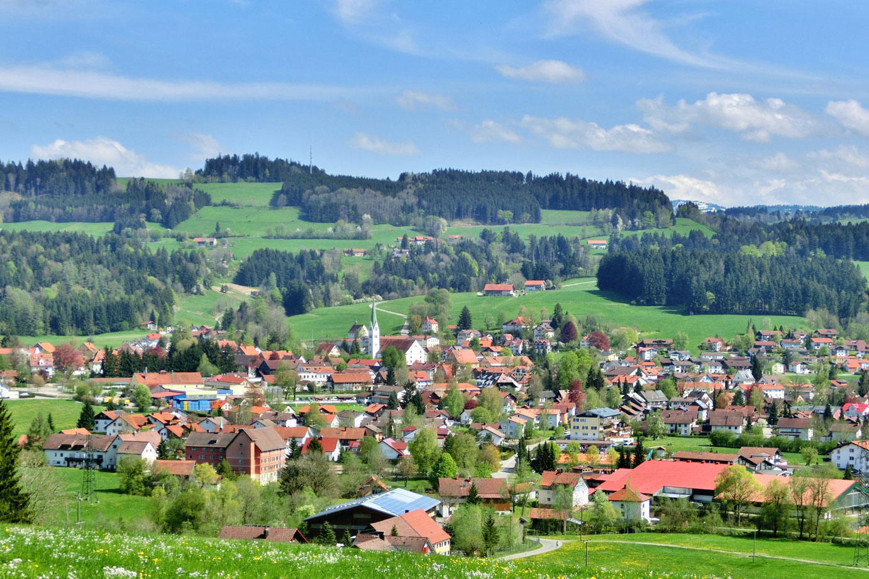 @ Tourist-Information Weiler-Simmerberg - Blick auf Weiler