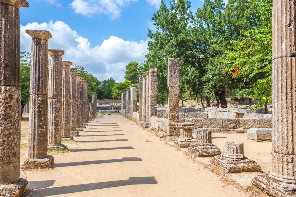 Ruinen in Olympia auf der Halbinsel Peloponnes - Austragungsort der Olypischen Spiele