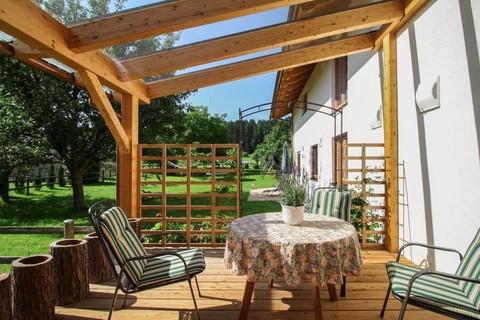 Entspannen Sie auf unserer gemütlichen Terrasse