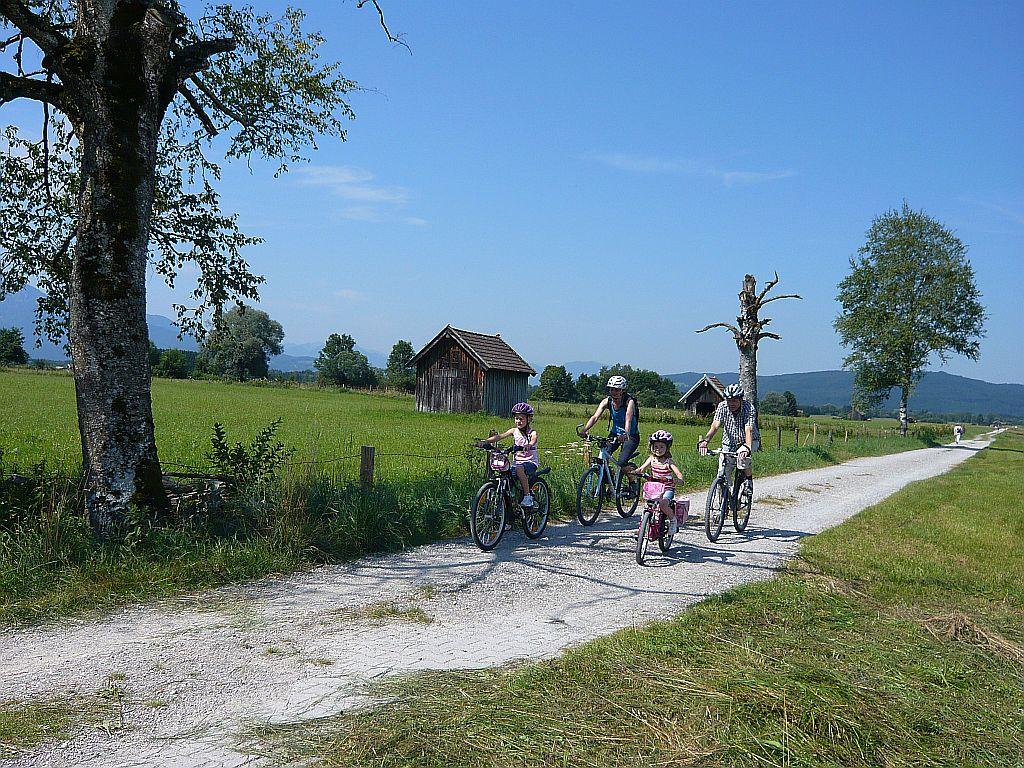 Radfahren im Moos - © Gästeinformation Benediktbeuern