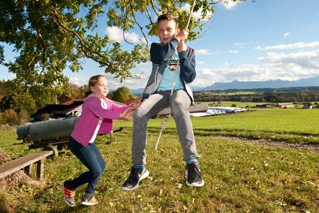 Draußen spielen im Herbst - Berghof-Heger