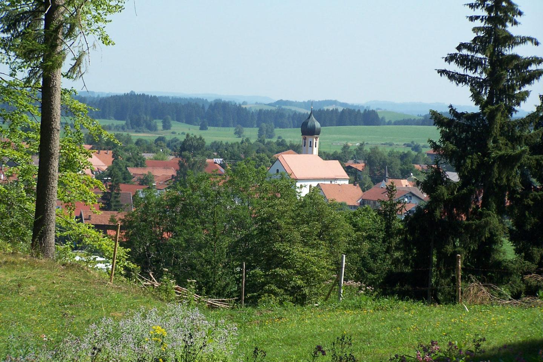 © Tourist Information Roßhaupten - Dorfansicht von Alter Reiten aus