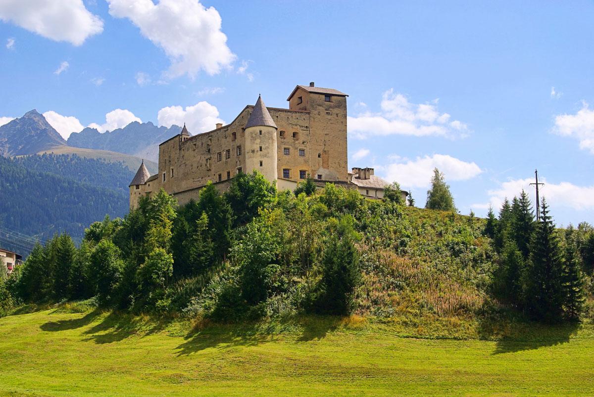 <p>Schloss Naudersberg</p>