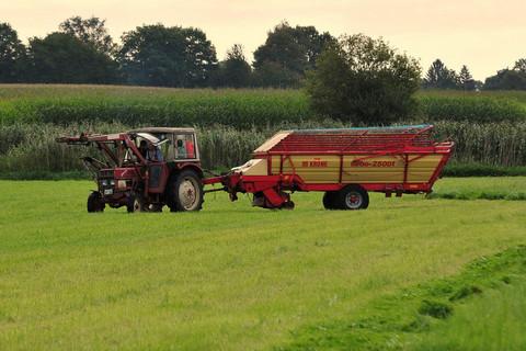 Traktor auf der Wiese vom Ferienbauernhof Moarhof
