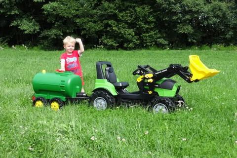 Viele Tretfahrzeuge für die Kinder