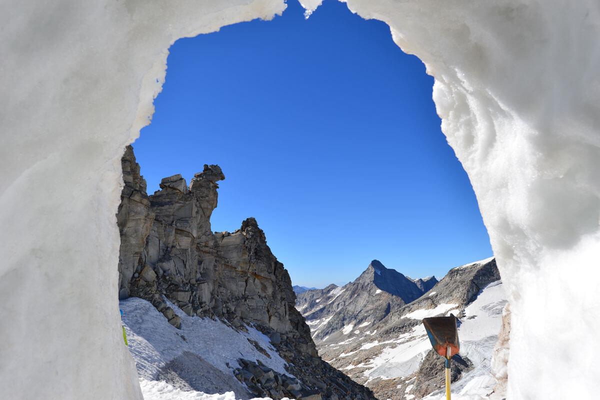 Blick aus der Gletscherspalte im Hintertuxer Gletscher
