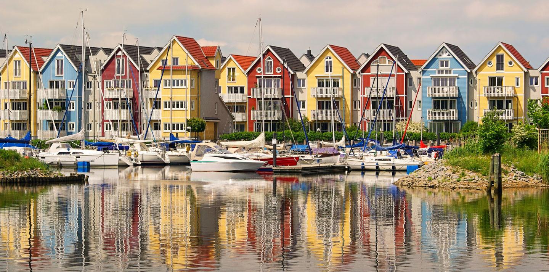 Hafen und Häuser in Greifswald in Vorpommern