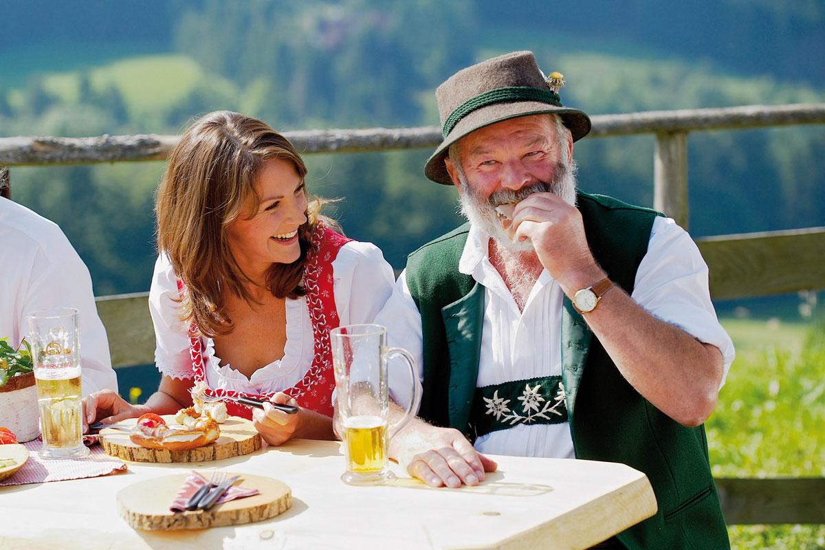 <p>Brotzeit auf der Alm &nbsp;- © Oberstaufen Tourismus</p>