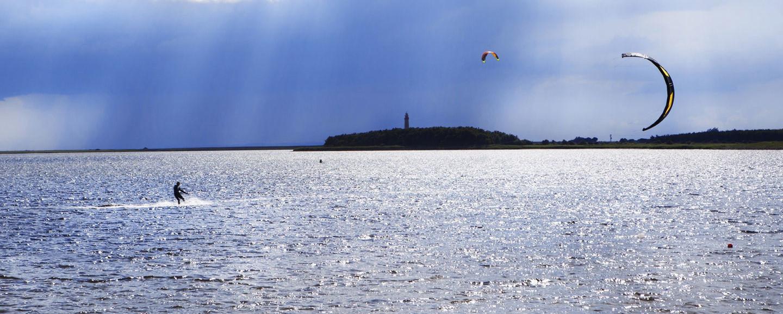 Kitesufer auf der Insel Fehmarn