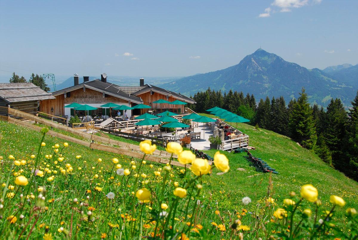 <p>@ Gästeinformation Ofterschwang - Weltcuphütte im Frühling</p>