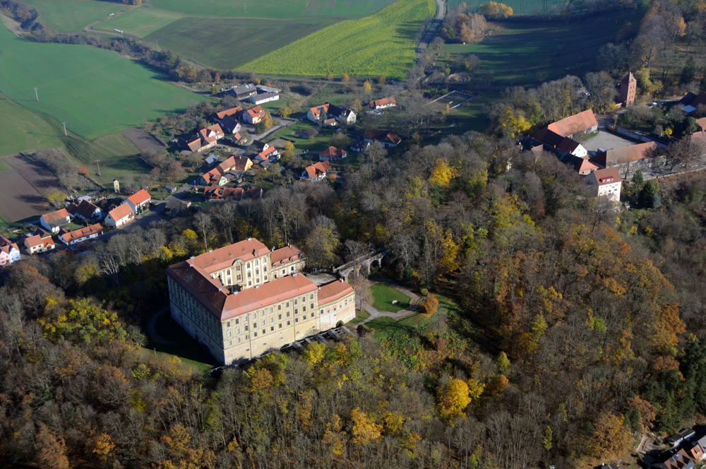 Das fürstliche Schloss Schillingsfürst von oben - Falkenhof Schloss Schillingsfürst