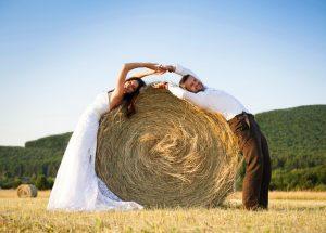 Heiraten auf dem Bauernhof im Herbst