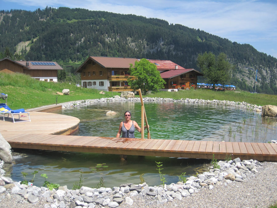 Der Traum-Schwimmteich der Alpe Dornach