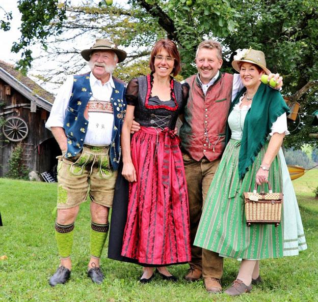 Gastgeber und Gäste auf dem Bio Berghof Kinker